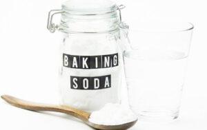 thong-nghet-bon-cau-bang-muoi-va-baking-soda