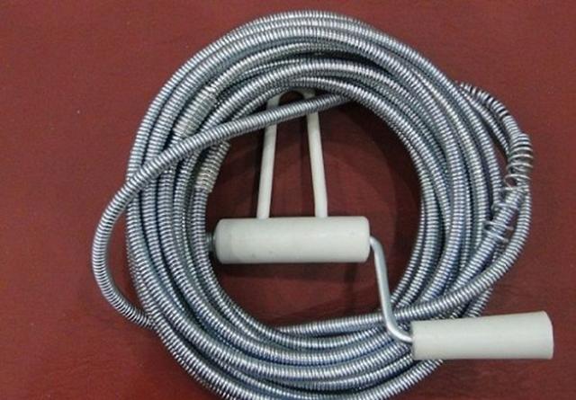 Sử dụng dây thông cống lò xo